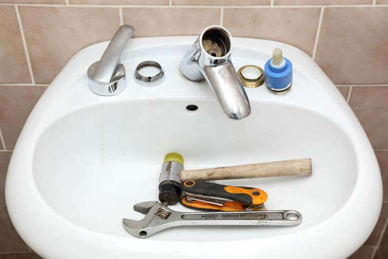 Disassembling a faucet to make basic repairs is a relatively easy job if you have the right tools and know the techniques.