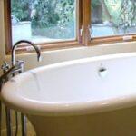 freestanding fiberglass bathtub